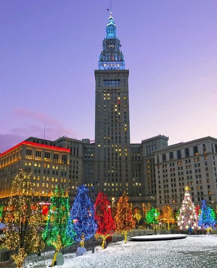 NERC Residents Decorate Downtown Cleveland for Christmas